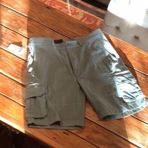 Cremieux Sixe 35 cargo shorts